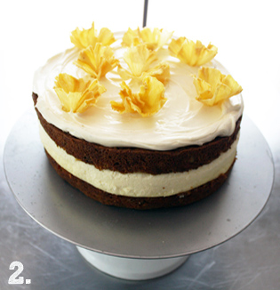 carrot-cheesecake with pineapple flowers