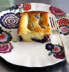 almond-y fig cake with blueberries