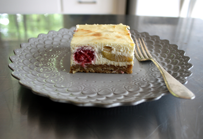 fig and raspberry cheesecake bar