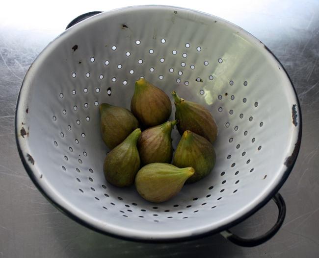 figs in a colander