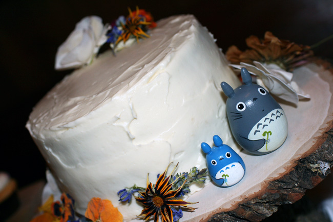 the cutting cake (wooden totoros and dried flowers from etsy)